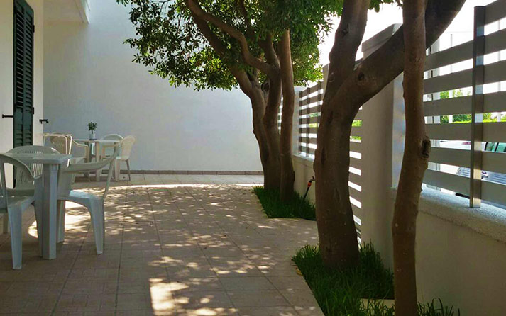 b&blazolfara-salento-vacanze-foto-struttura-giardino-costa-adriatica-roca-vecchia-02